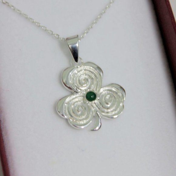 The Shepherd's Knot Jewelry - New Sterling Silver Irish Shamrock Necklace